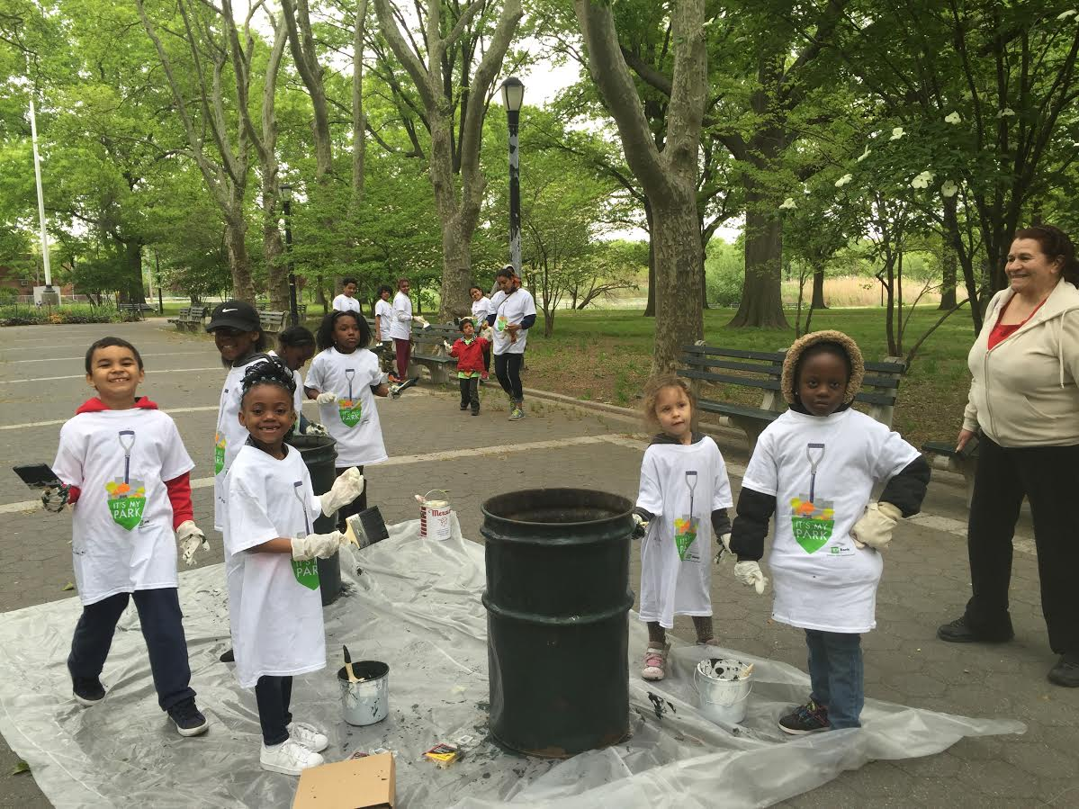 Kids, families volunteer to clean up Baisley Pond Park – The